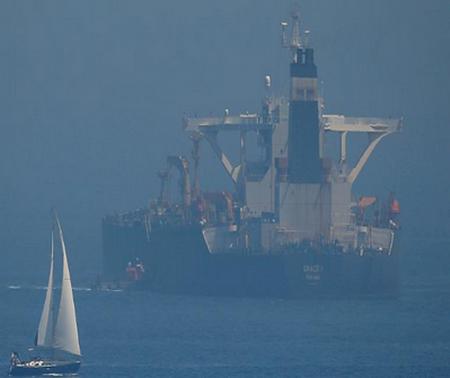 نفتکش گریس 1 روز جمعه 25 مرداد / 16 اوت به «آدریان دریا» تغییر نام داد و پرچم آن هم از پاناما به ایران تغییر یافت.