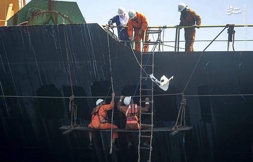 عملیات تغییر نام کشتی به آدریان دریا.